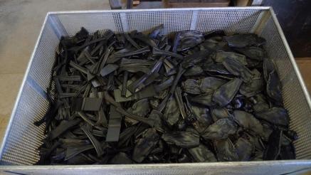 プレス加工時にでるプラスチックの残骸は全てリサイクルされます。