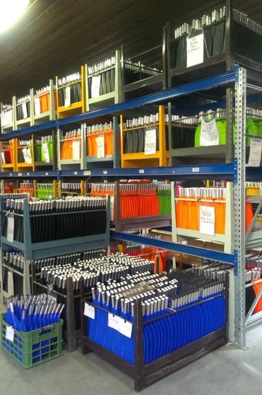 冬の間、倉庫は箱でいっぱいに積み上げられます。