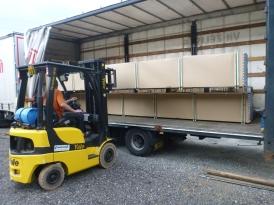 ジュラルミンパイプ等の在庫が十分にあることは、スムーズな製造過程の絶対条件ですので、年に何度もトラックいっぱいに積まれて届けられます。